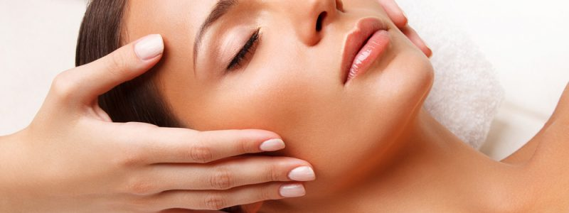 facemassage-close-upofayoungwomangettingspatreatment